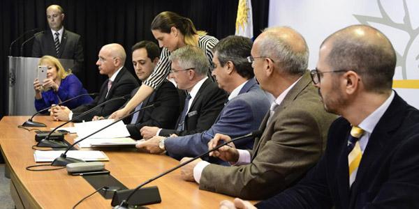 REGIONALUruguay y UPM sellaron acuerdo para construir otra planta de celulosa
