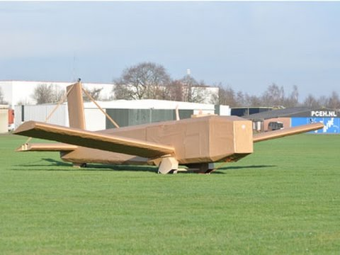 ¿Puede volar un avión de cartón corrugado?